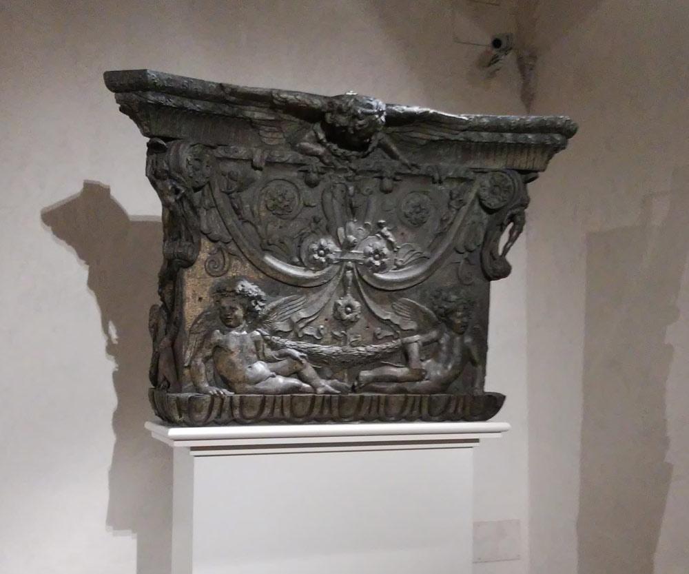 Donatello e Michelozzo, Capitello per il pulpito del Duomo di Prato