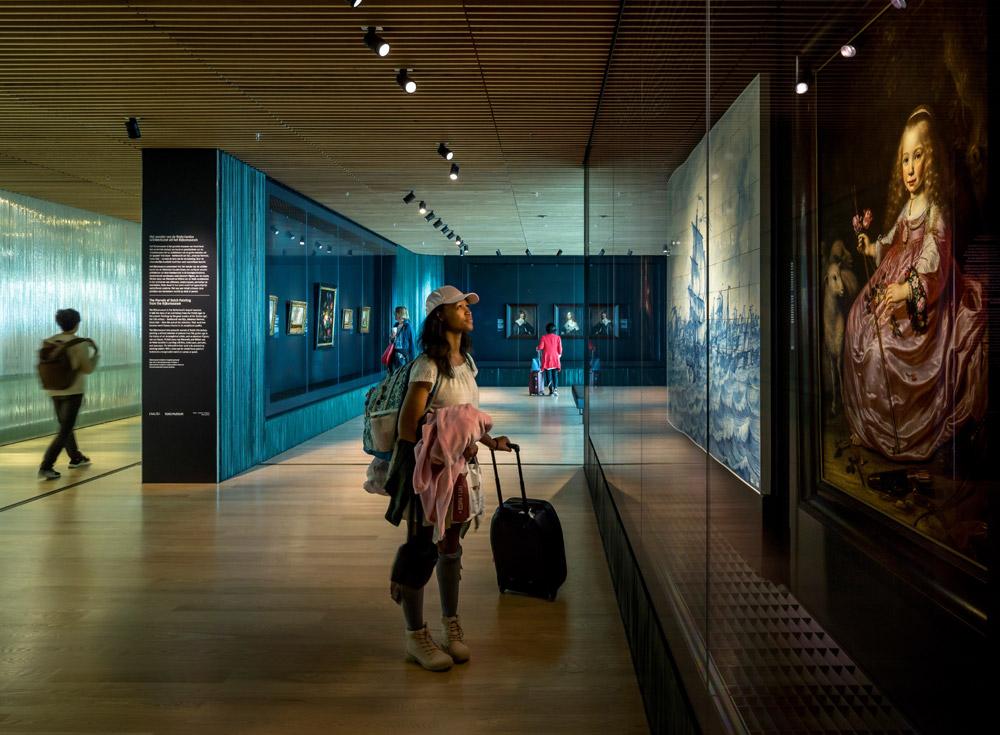 Acqua sulla vetrina delle opere del Seicento, e il Rijksmuseum di Amsterdam chiude la mostra all'aeroporto