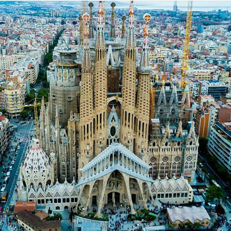 Il Comune di Barcellona intende bloccare il completamento della Sagrada Família