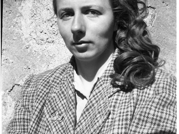 Una mostra su Vivian Maier al Castello dei Vescovi di Luni. Ci sono foto mai esposte in Italia