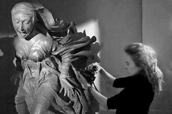 Bologna, in Santa Maria della Vita le foto di Beatrice Serpieri sulle grandi sculture, da Niccolò dell'Arca a Canova