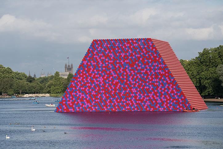 Christo, ecco The London Mastaba: svelata la nuova opera
