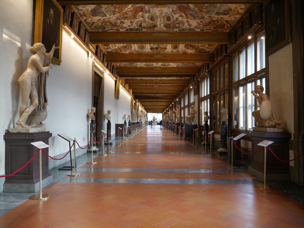 Nuove didascalie per le statue greche e romane conservate negli Uffizi