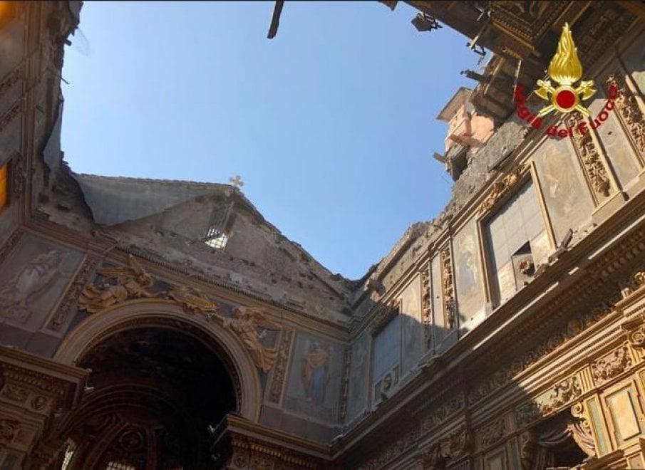 """Crollo San Giuseppe dei Falegnami, danni per 1 milione. Parroco: """"poteva essere una strage"""""""