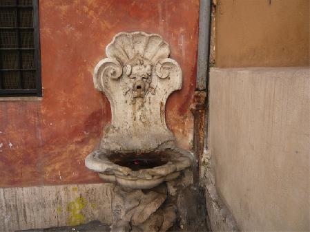 Roma, la fontanella settecentesca non è stata rubata: è in deposito, in attesa di restauro