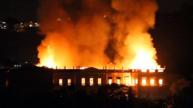 Brasile, incendio devasta il Museo Nazionale di Rio de Janeiro. 200 anni di storia in fumo