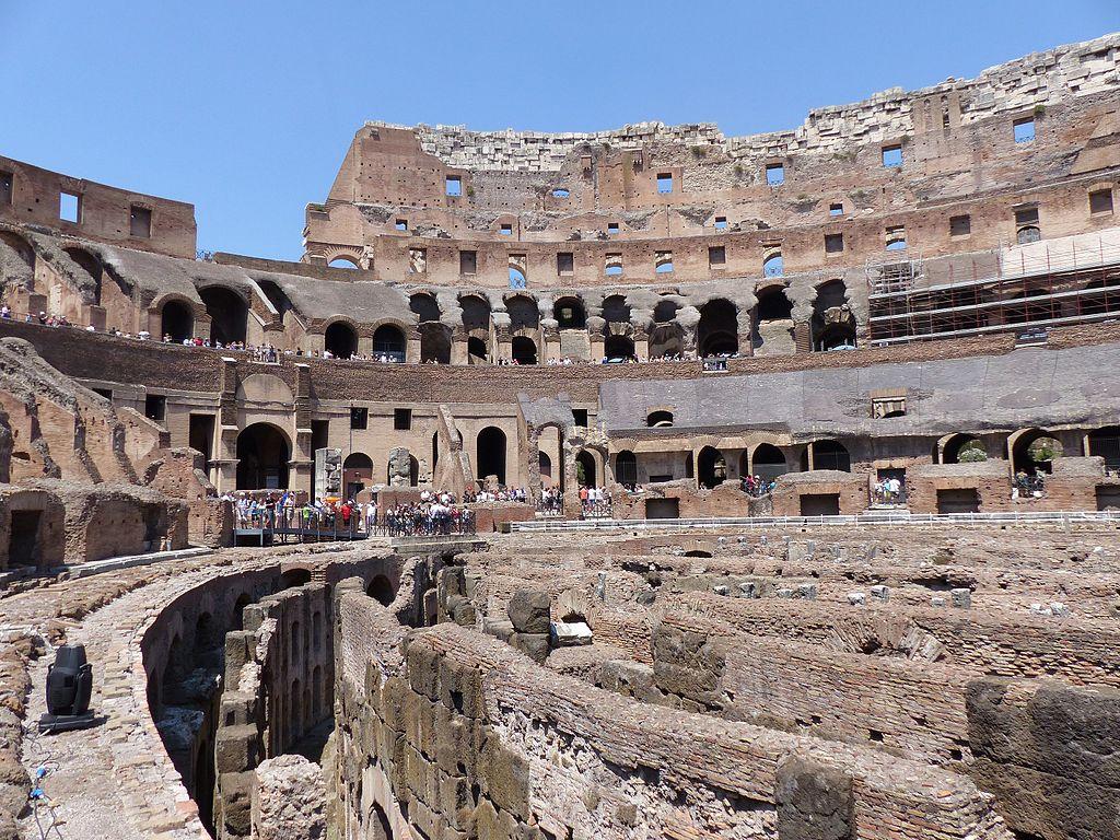 Roma, una guida turistica interviene con prontezza e impedisce atto vandalico al Colosseo
