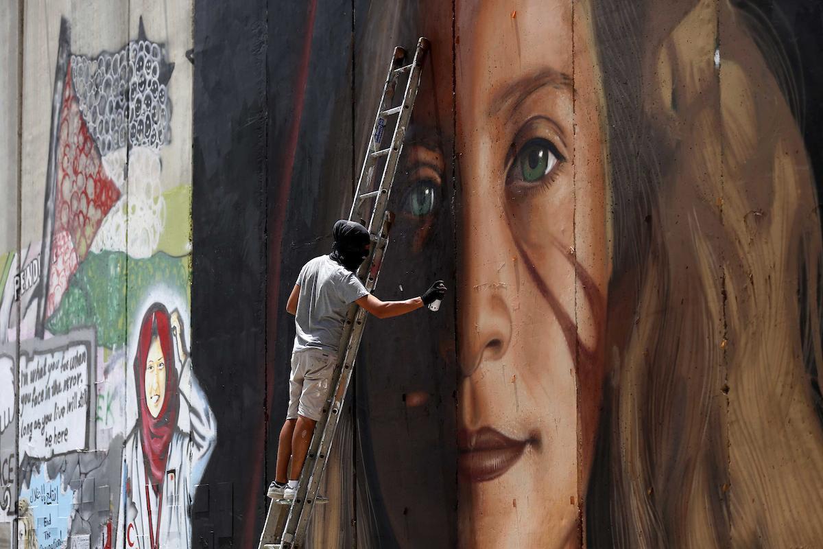 Lo street artist Jorit Agoch arrestato in Cisgiordania, Napoli si mobilita