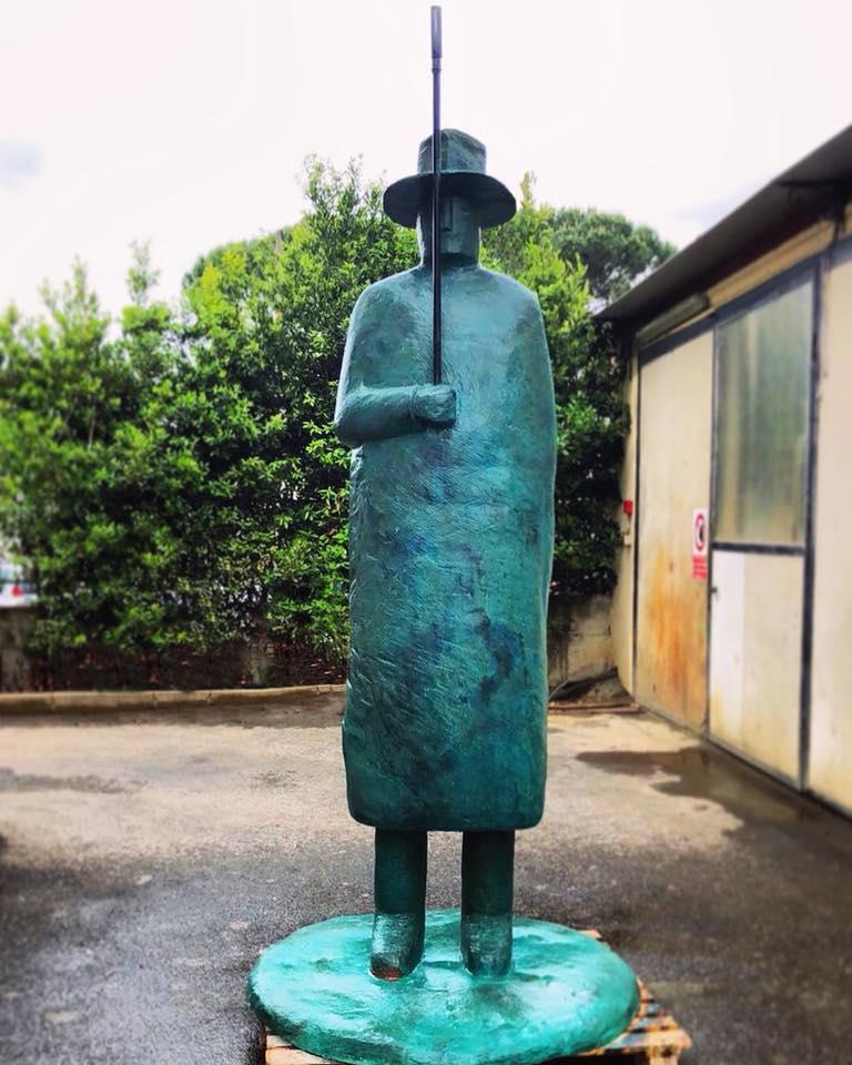 Firenze, restaurato l'Uomo della Pioggia di Folon. I cittadini decideranno dove collocarlo