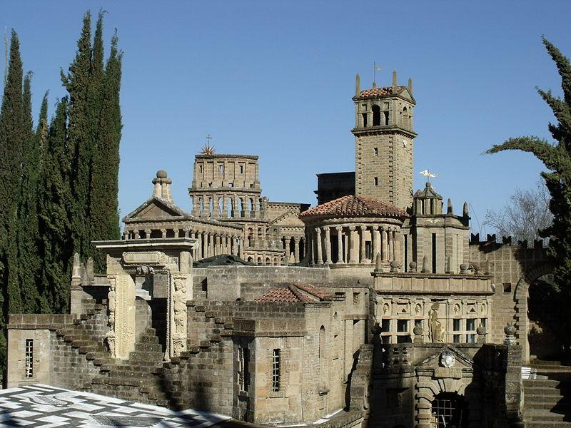 Forse termineranno le visite alla Scarzuola, la bizzarra città ideale di Buzzi