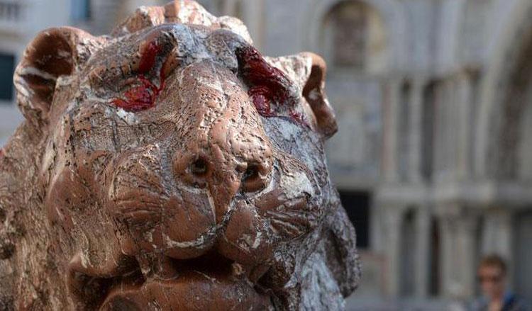 Atto vandalico a Venezia: imbrattato con vernice rossa un leoncino di piazzetta San Marco