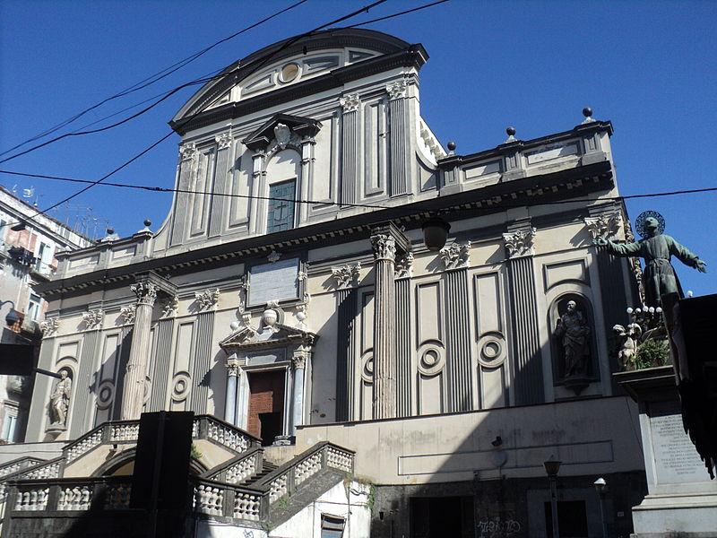 Napoli, crollo nell'ex convento di San Paolo Maggiore, coinvolti cinque operai, fuori pericolo