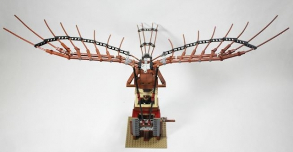 A Firenze una riproduzione in mattoncini LEGO dell'ornitottero di Leonardo da Vinci