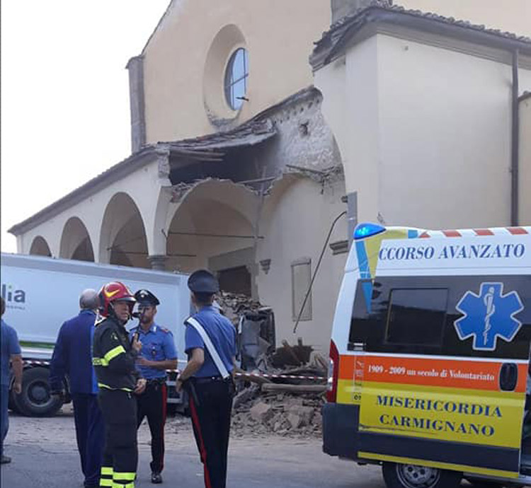 Camion abbatte porzione del porticato rinascimentale della pieve del Pontormo a Carmignano