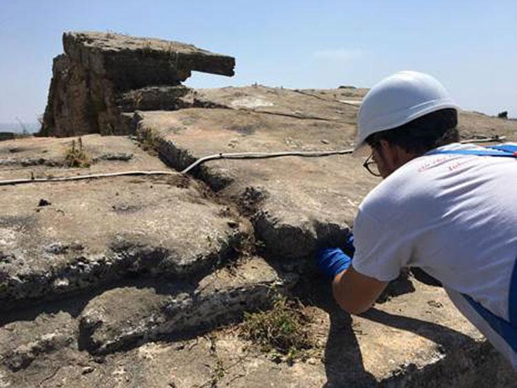 Dopo nove anni i restauratori puliscono il Tempio di Nettuno a Paestum