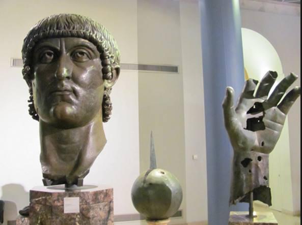 Roma, scoperta eccezionale: identificato il dito indice della statua dell'imperatore Costantino