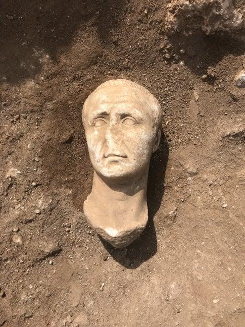 Trovate tre teste marmoree romane ad Aquinum. Una potrebbe raffigurare Giulio Cesare