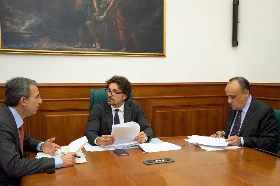 Venezia, Toninelli vuole garantire insieme tutela e polo crocieristico. La rete lo critica e lo deride