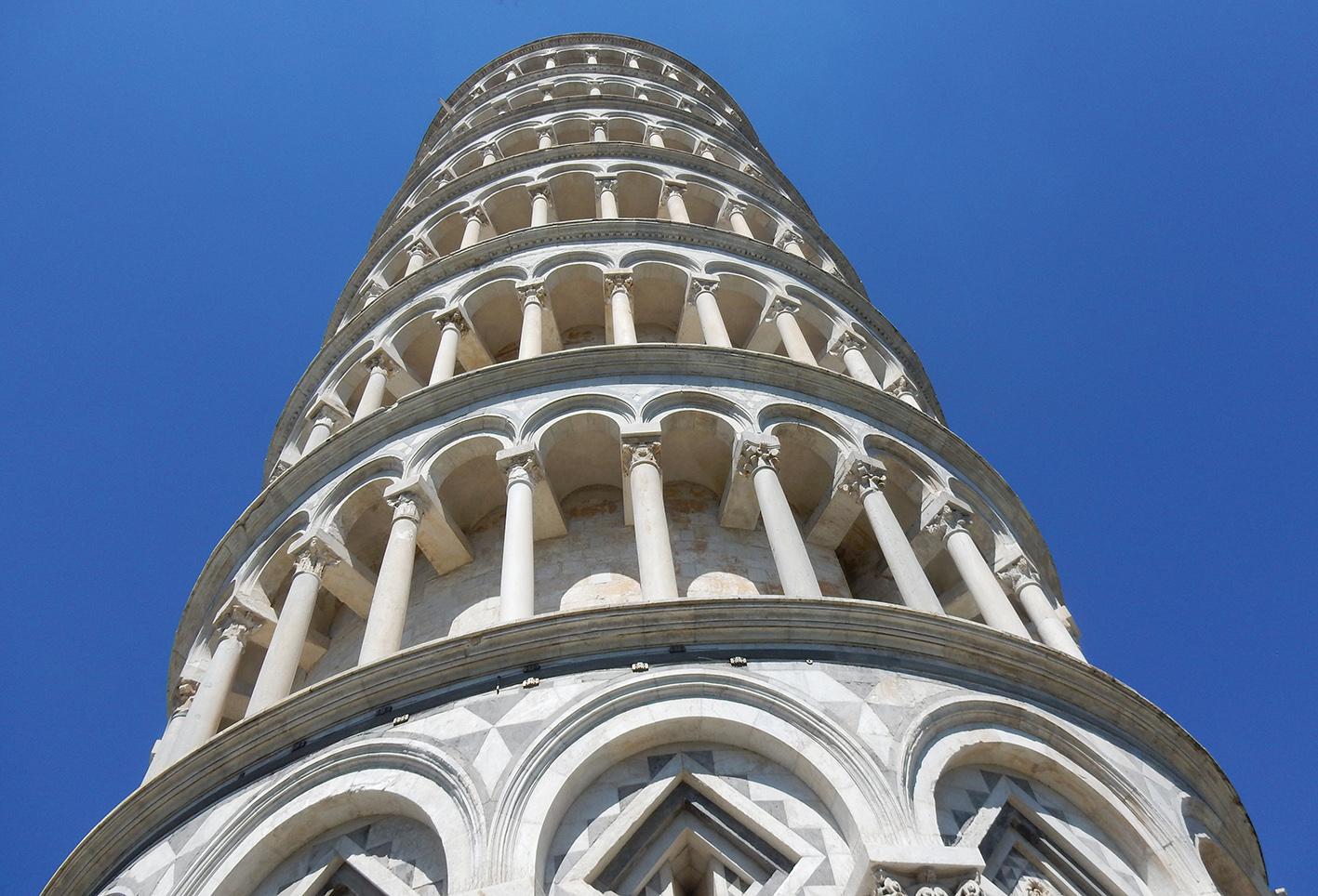 Si sta riducendo la pendenza della Torre di Pisa. Lo ha constatato un team di esperti dopo anni di analisi