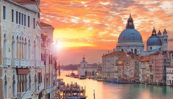 Venezia è la capitale mondiale del turismo di massa, secondo un rapporto di Airbnb