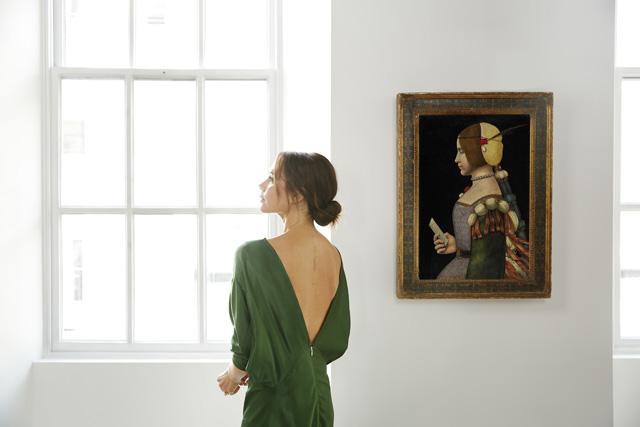 Da Spice Girl a... storica dell'arte. Victoria Beckham cura una mostra per Sotheby's