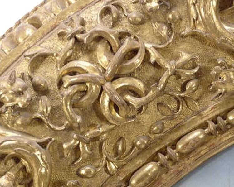 Le tre mezze lune dello stemma Strozzi sulla cornice del Tondo Doni