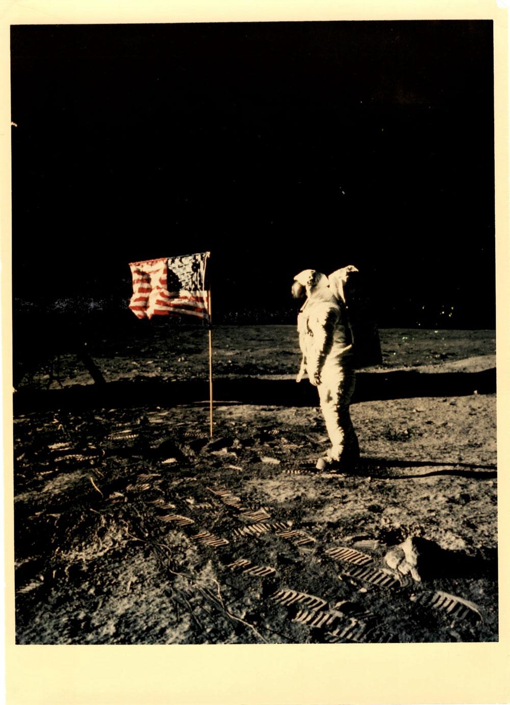A Parma 170 fotografie della NASA celebrano i 50 anni dello sbarco lunare