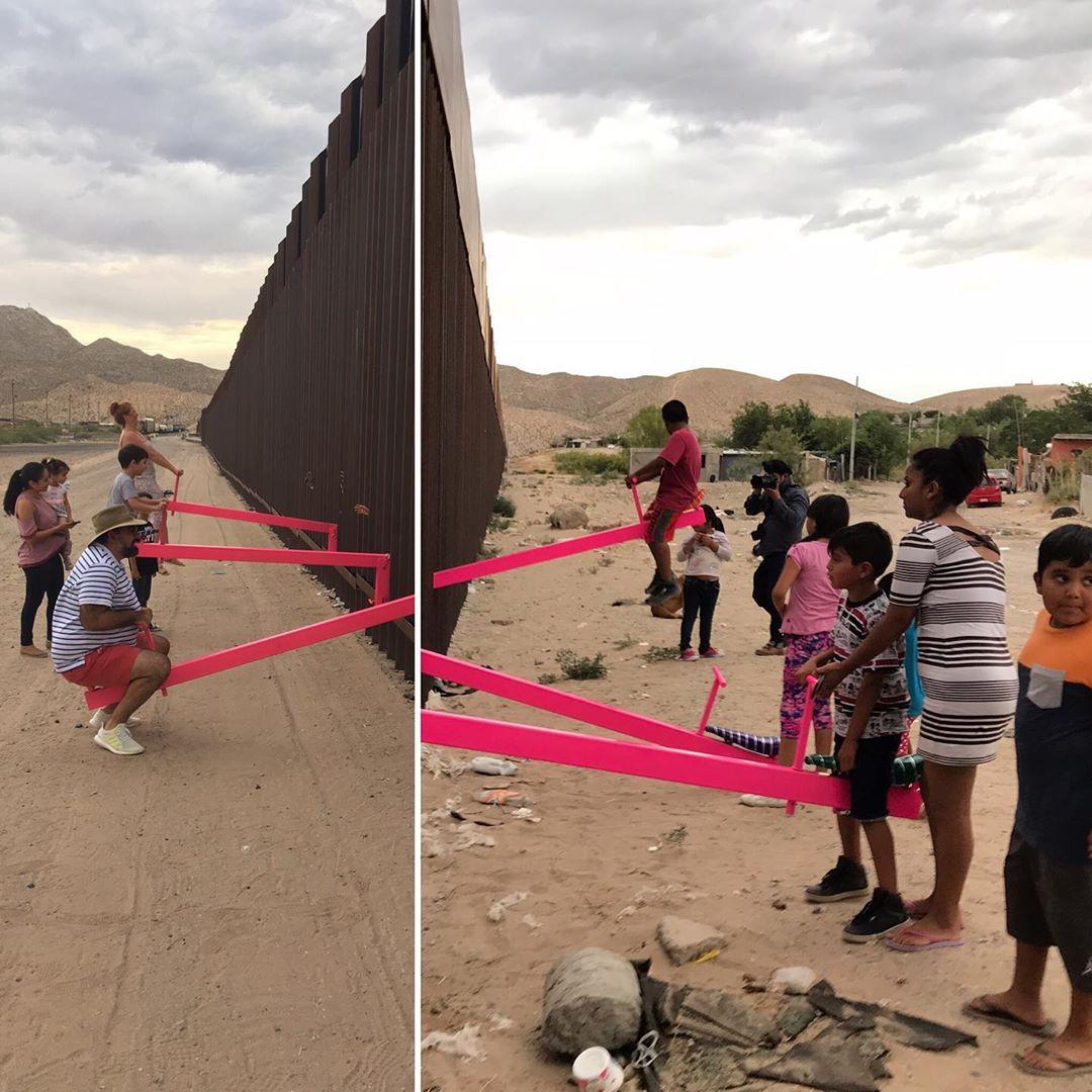 Straordinario al confine USA-Messico: artisti fanno giocare i bambini divisi dal muro con altalene che lo attraversano