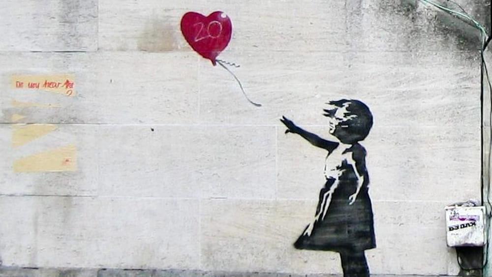 """Banksy, tutte le opere più famose dell'artista sono nelle Marche per la mostra """"From street to museum"""""""