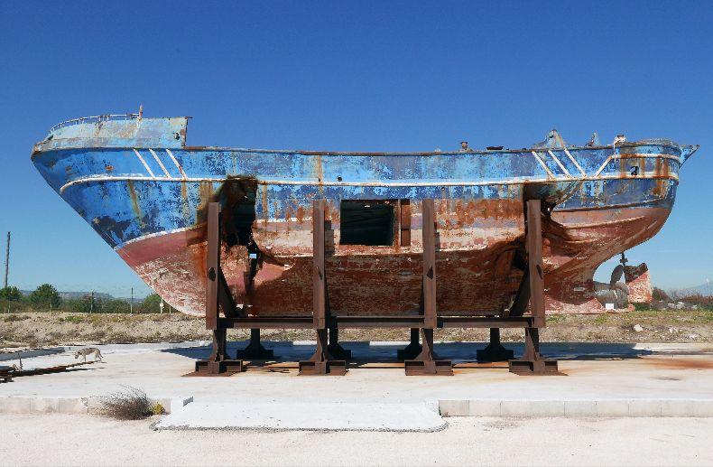 Alla Biennale di Venezia anche il barcone in cui morirono 700 migranti nel 2015