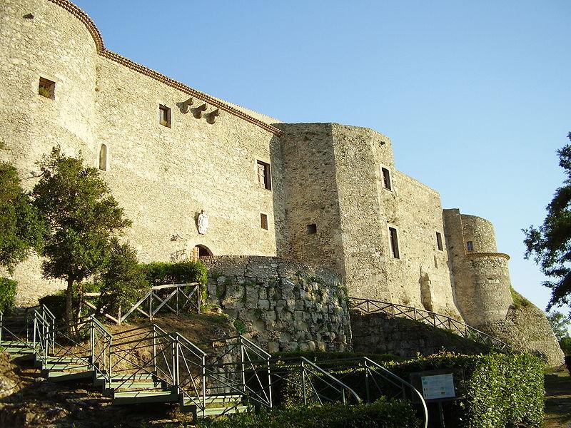In Calabria, il ministero cerca quattro storici dell'arte e due archeologi. Ecco i bandi