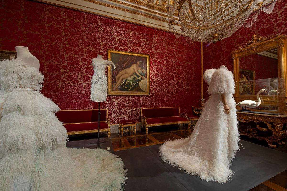 Animalia Fashion: tra ragni, aragoste e cigni, a Palazzo Pitti una mostra di stilisti che evocano il mondo animale