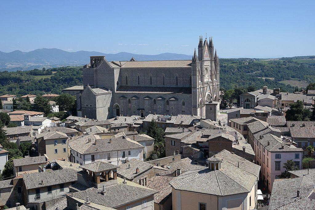 Orvieto, tornano nel Duomo, dopo 122 anni, le statue monumentali degli apostoli e dei santi protettori