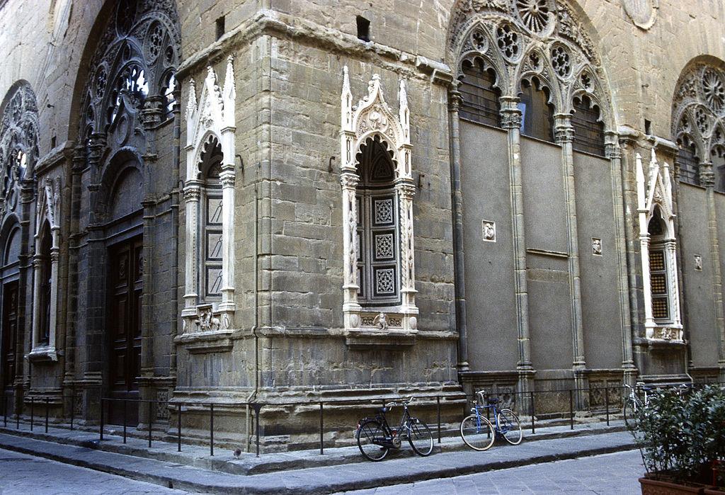 Firenze, tredicenne in vacanza danneggia esterni della chiesa di Orsanmichele