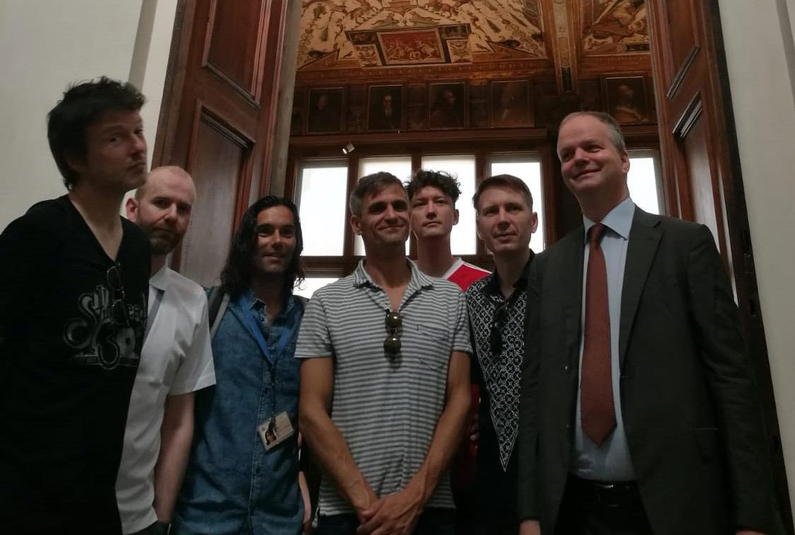 Ancora star della musica agli Uffizi: Franz Ferdinand e Ben Harper visitano il museo