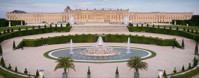 La Reggia di Versailles diventa una mega discoteca. Tutto pronto per il party di musica elettronica