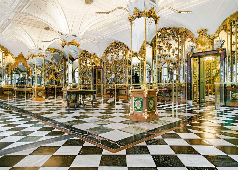 Enorme furto di gioielli al Castello di Dresda. Derubata la storica Grüne Gewölbe