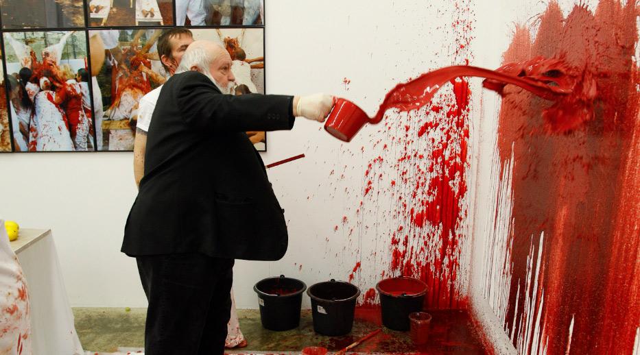 Mantova, dure polemiche contro la mostra di Hermann Nitsch a Palazzo Ducale: gli animalisti partono col mail bombing