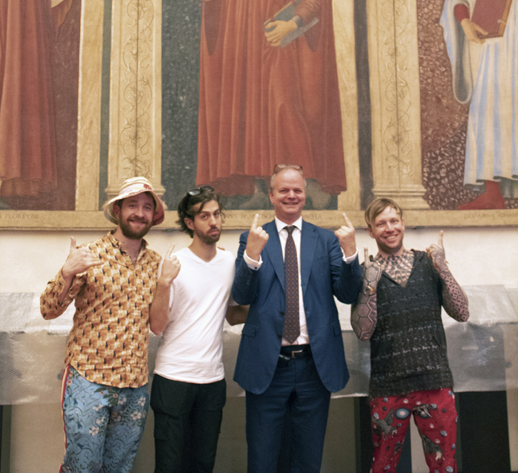 Gli Imagine Dragons in visita agli Uffizi, per loro anche un selfie con Eike Schmidt