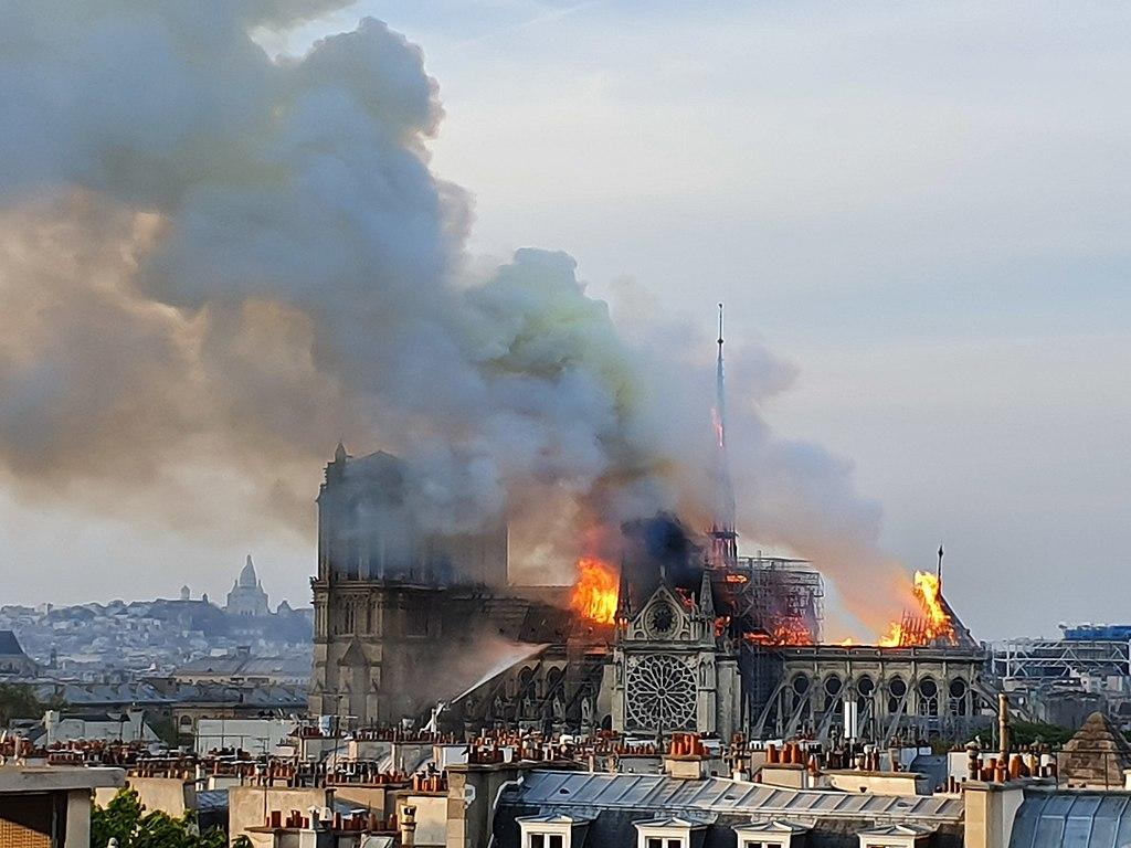 Notre-Dame, si studia legge per saltare regole della tutela per accelerare ricostruzione. I professionisti della cultura protestano