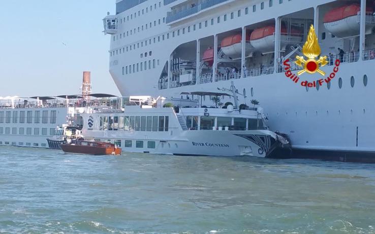 """Incidente di Venezia, il ministro Bonisoli: """"via le grandi navi dal centro di Venezia"""""""