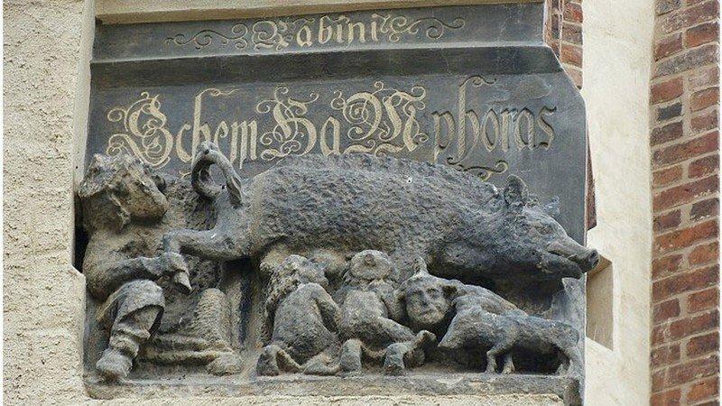 È giusto rimuovere la scultura medievale che offende gli ebrei nella chiesa di Wittenberg? In Germania si discute