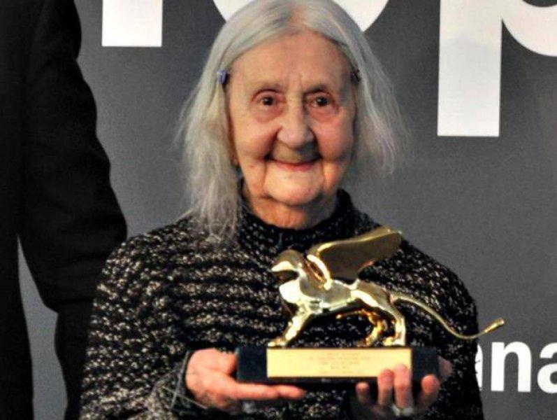 Addio a Marisa Merz, grande artista, unica donna dell'Arte Povera