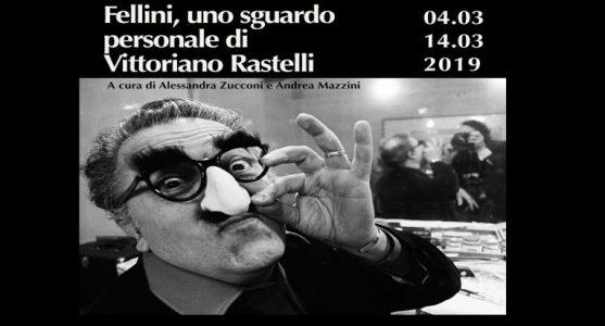 Federico Fellini nell'obiettivo (confidenziale) di Vittoriano Rastelli alla Casa del Cinema