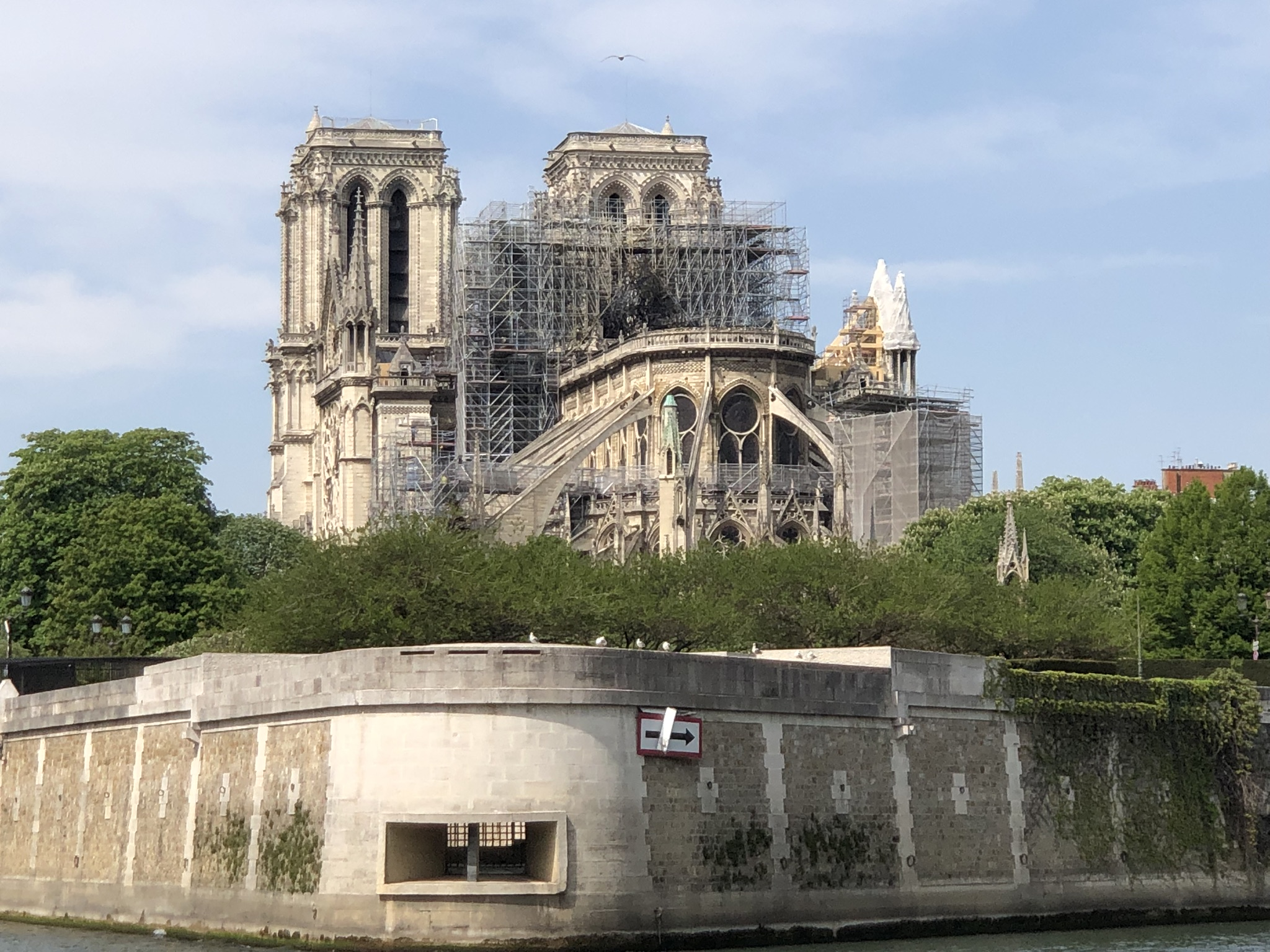 Ricostruzione di Notre-Dame, è scontro sulla legge che vorrebbe bypassare le regole della tutela