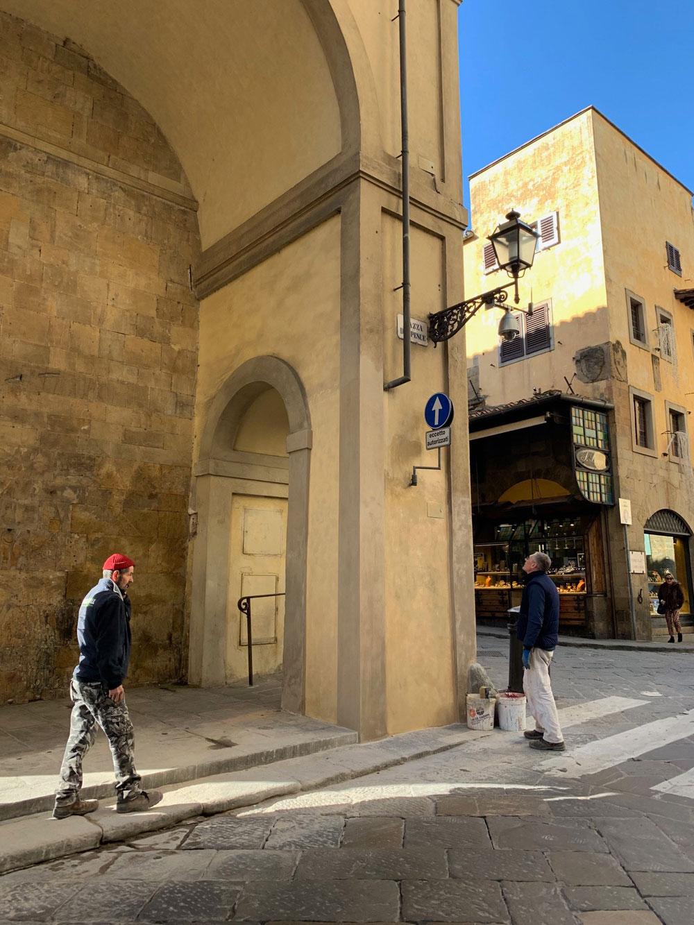 Firenze: restaurato il pilastro del Corridoio Vasariano danneggiato da camion pirata