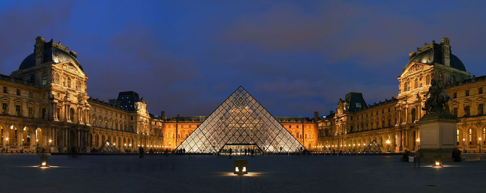 La Piramide del Louvre spegne le sue trenta candeline in una nuova apparente veste