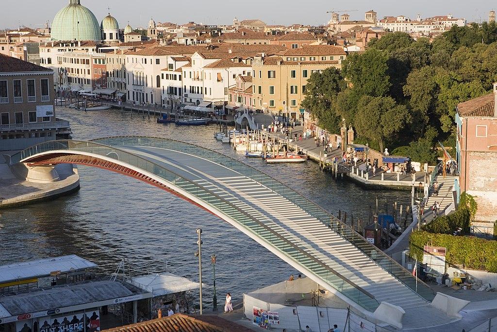 """""""Negligenze"""" per il ponte di Calatrava a Venezia: la Corte dei Conti condanna in appello il celebre architetto"""