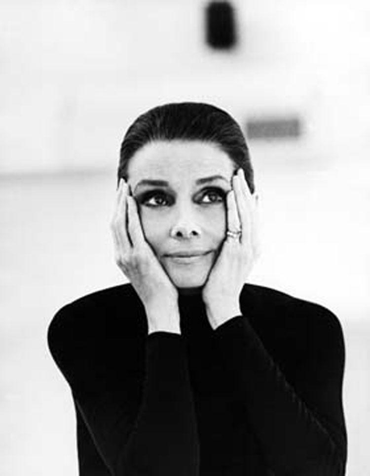 Intimate Audrey. A La Spezia un ritratto inedito e privato di Audrey Hepburn in una mostra-biografia creata dal figlio