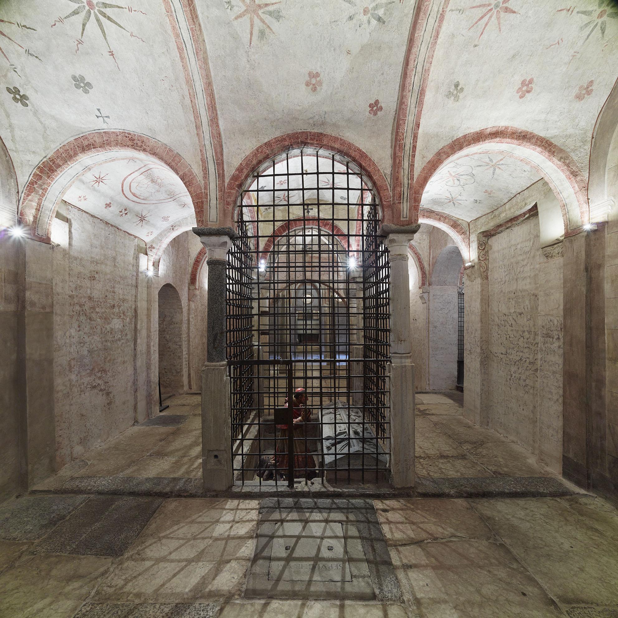 Importante scoperta a Milano: emergono affreschi medievali dal restauro della chiesa di San Sepolcro